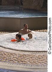 família, piscina
