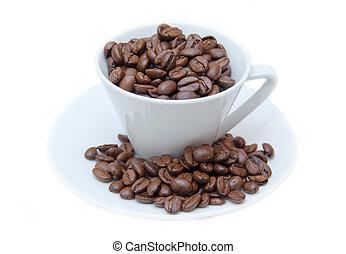 feijões café, fundo branco, copo