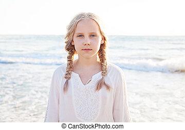 feliz, criança, praia., menina, inocência