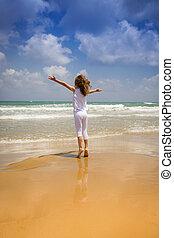 feliz, praia, criança