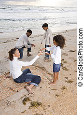 feliz, praia, tocando, família, africano-americano