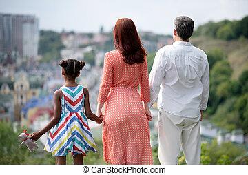 ficar, cidade, andar, família, espantoso, enquanto, desfrutando, vista
