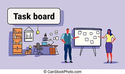 ficar, esboço, mulher, gerentes, escritório negócio, programa, doodle, par, modernos, lista, tarefa, planificação, reunião placa, interior, horizontais, homem, adesivos, notas, semanal