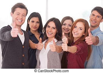 ficar, nós, grupo, pessoas, sucedido, jovem, team!, alegre, outro, cada, fim, gesticule