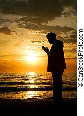 ficar, orando, homem, oceânicos