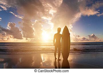 ficar, surfando, pôr do sol, fundo, praia, homem