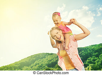 filha, natureza, family., mãe, menina bebê, tocando, feliz