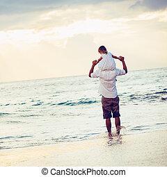 filha, saudável, pai, junto, pôr do sol, divertimento, estilo vida, sorrindo, amando, praia, tocando, feliz