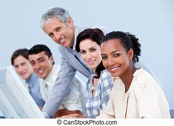 gerente, maduras, employee's, seu, verificar, trabalho, charismatic