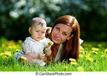 grama verde, filha, mãe
