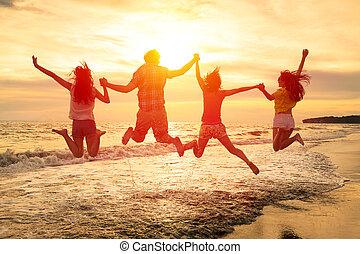 grupo, pessoas, jovem, pular, praia, feliz