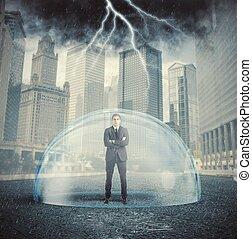 homem negócios, protegido, crise