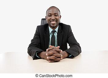 homem negócios, sentando, escrivaninha