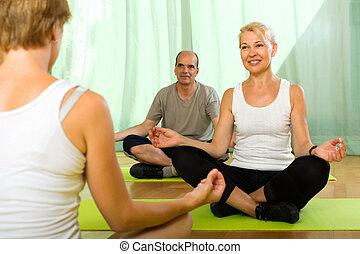 idoso, attenders, instrutor ioga