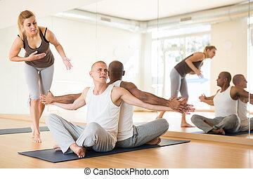 instrutor, homens, dois, ioga, sócio, prática, femininas, posição