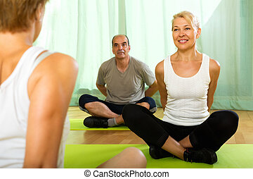 instrutor, idoso, ioga, attenders