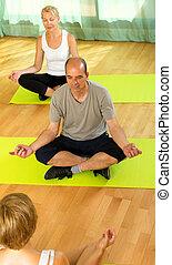instrutor, ioga, idoso, attenders