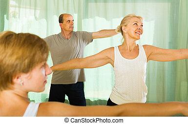 instrutor, pessoas, condicão física, sênior