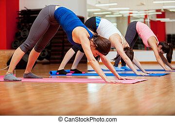 ioga posa, novo, durante, tentando, classe