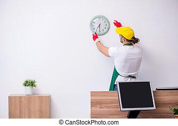 jovem, contratante, limpeza, escritório, macho