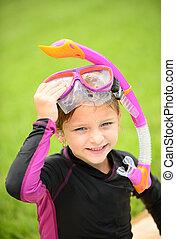 jovem, snorkel, óculos proteção, menina sorridente, natação