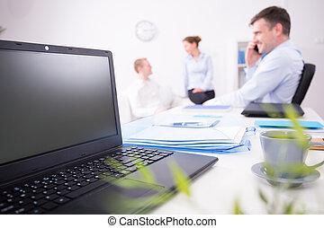 laptop, abertos, escrivaninha