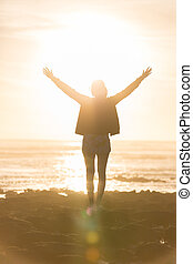 livre, desfrutando, liberdade, sunset., mulher, praia