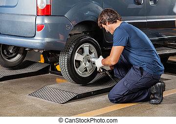 loja, reparar, pneu, auto mecânico, fixando carro