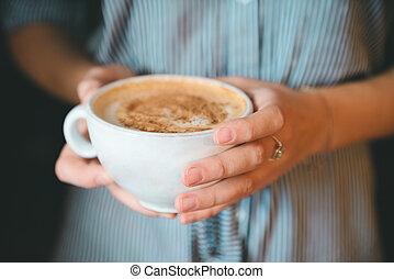 menina, close-up, xícara segurando, café