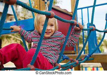 menina, pequeno, escalando, cordas