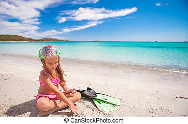 menininha, flippers, óculos proteção, snorkling