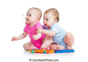 menino, jogo, menina, crianças, pequeno, isolado, toys., fundo, branca, musical