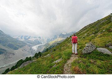 montanhas, mulher, aposentado, passeio, alto, durante