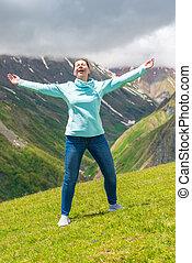 montanhas, mulher, liberdade, braços, emocional, desfruta, abertos
