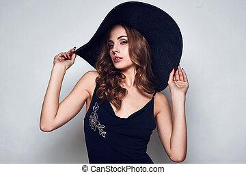 mulher bonita, chapéu, elegante, vestido preto