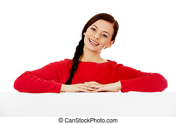 mulher bonita, jovem, segurando, em branco, bandeira