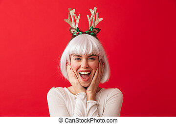 mulher, carnaval, parede, vestido, sobre, jovem, isolado, experiência., posar, traje, natal, vermelho, feliz