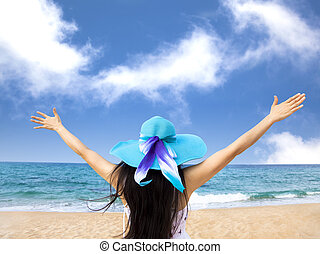 mulher, cima, jovem, raiseher, mãos, praia