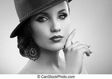 mulher, elegante, posar, deslumbrante, estúdio, chapéu