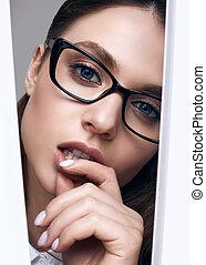 mulher, elegante, pretas, óculos, bonito, na moda