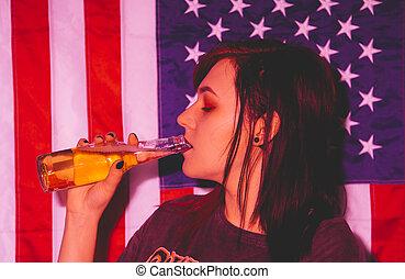 mulher, jovem, punk, beer., bebendo