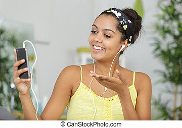 mulher, online, telefone, enviando, beijo