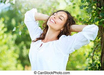 mulher, outdoor., apreciar, jovem, natureza, bonito