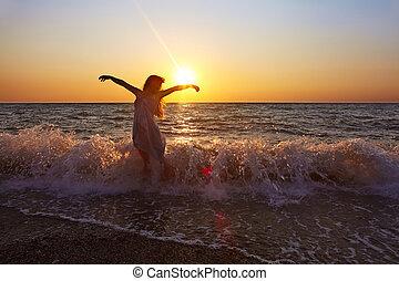 mulher, pôr do sol