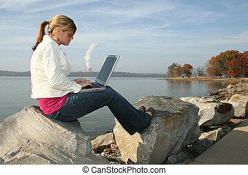 mulher, parque, computador