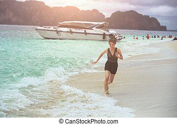 mulher, praia., feliz, jovem, executando