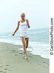 mulher, praia, feliz, jovem, executando