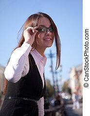 mulher, sorrizo, óculos, feliz, jovem
