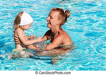 natação, mãe, feliz, jogando pool, criança
