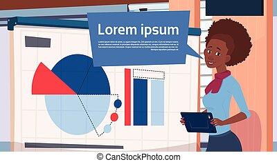 negócio mulher, executiva, sobre, africano, gráficos, apresentação, americano, levantar, segurando, gráfico, relatório, reunião, ou, seminário, tábua